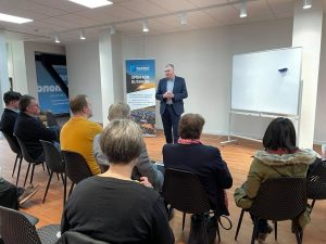 Briefing with Hon Scott Simpson